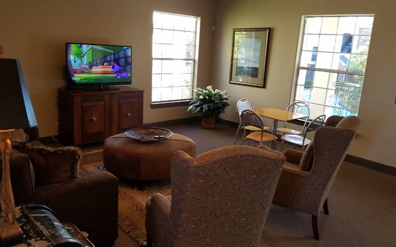Communal seating area at Trails at Eldridge Parkway in Jersey Village