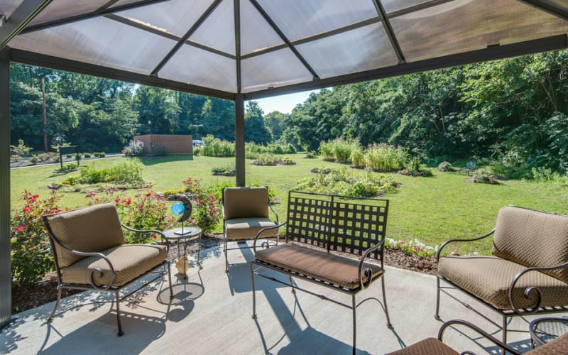 Outdoor patio with chairs at Riverview Terrace in McMinnville, Tennessee