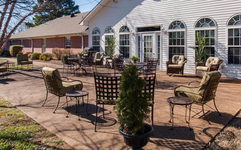 Outdoor patio with seating at RiverWick in Savannah, Tennessee