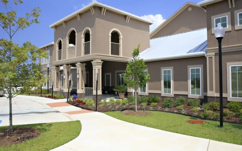 Exterior view of the North Shore Apartment Homes community in Slidell, Louisiana