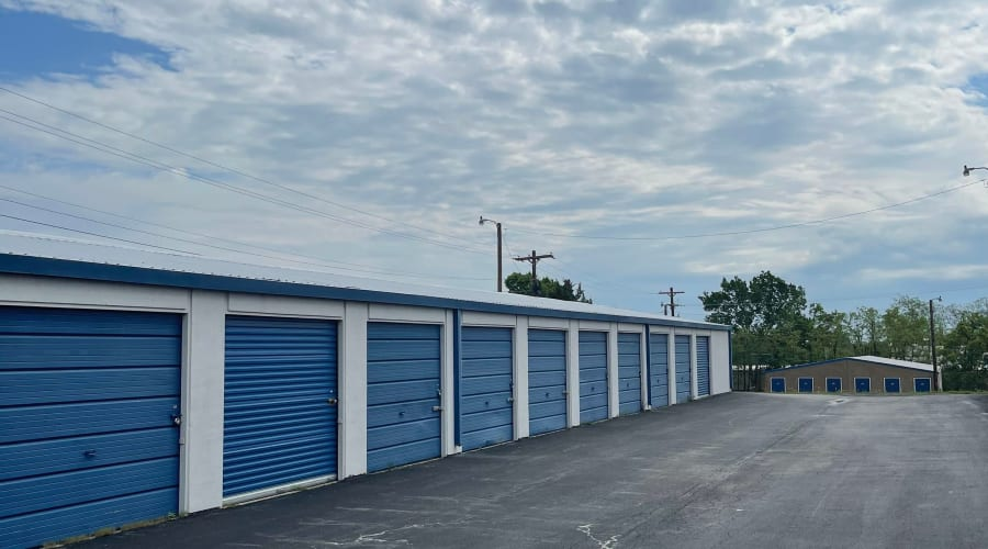 The drive up storage units at KO Storage of Weatherford - Santa Fe in Weatherford, Texas