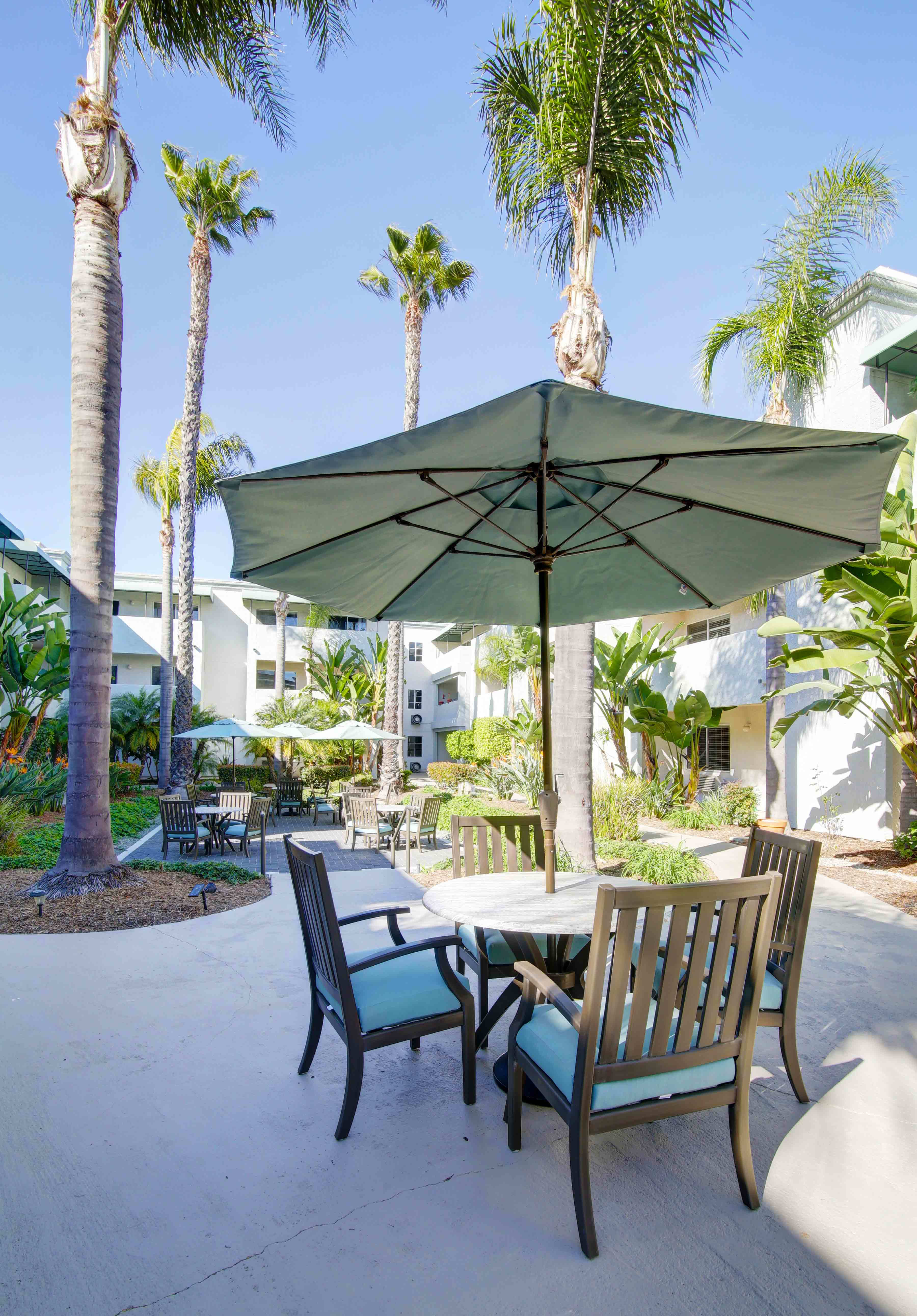 Senior living community in Costa Mesa has all the amenities that are right for you or your loved one.