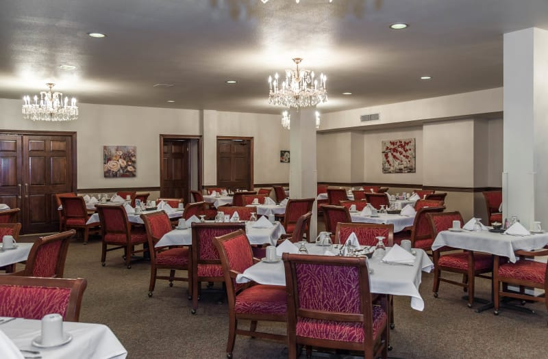 Communal dining area at Country Club At Woodland Hills in Tulsa
