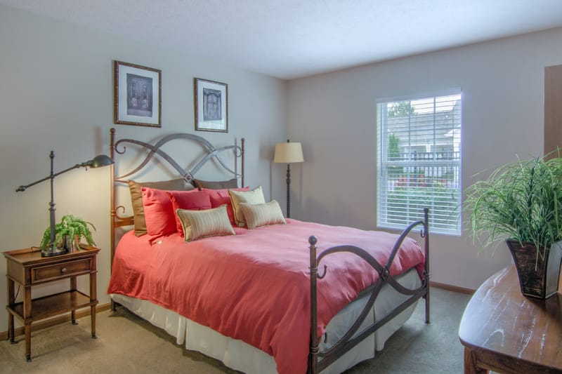Luxury bedroom at Winchester Park in Groveport, Ohio