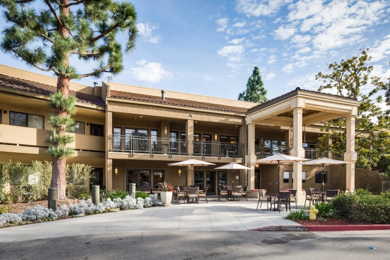 Exterior view of The Reserve at Thousand Oaks in Thousand Oaks, California