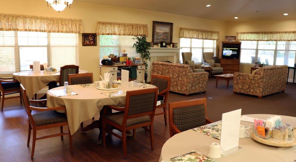 Elegant dining room at The Springs at Willowcreek in Salem, Oregon