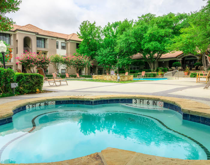 Outdoor spa at The Lyndon in Irving, Texas