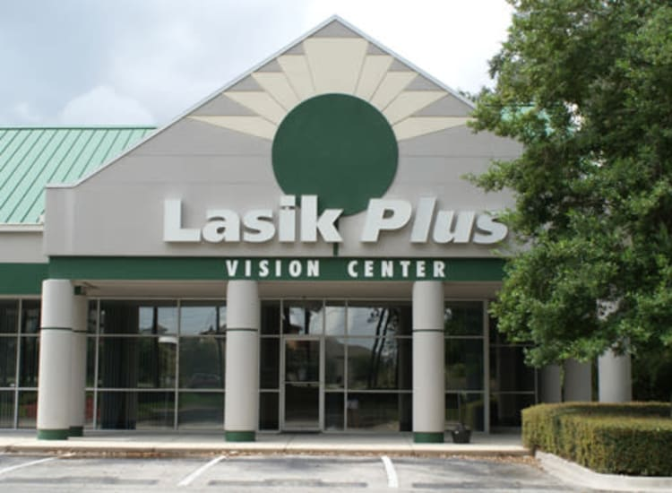 Front view of the Lasik Plus facade at Fort Family Investments's commercial property, Perimeter Park, in Jacksonville, Florida