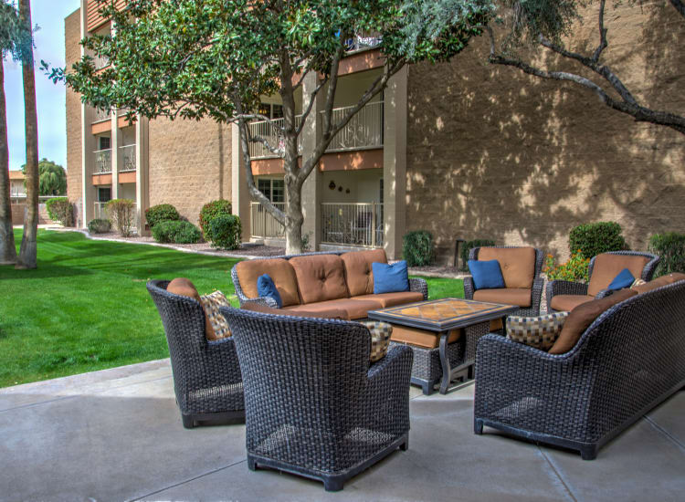 Comfortable seating at one of the outdoor common areas at Bella Vista Senior Living in Mesa, Arizona