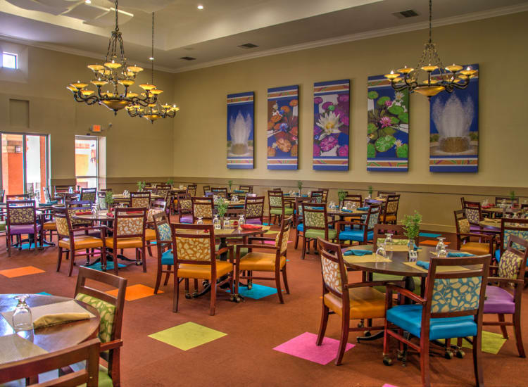 Large dining hall at Casa Del Rio Senior Living in Peoria, Arizona