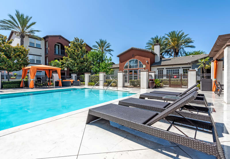Pool side seating at Vista Imperio Apartments in Riverside, California