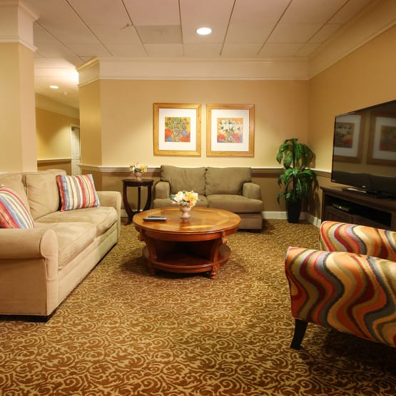 Common room for residents at Wyndham Court of Plano in Plano, Texas