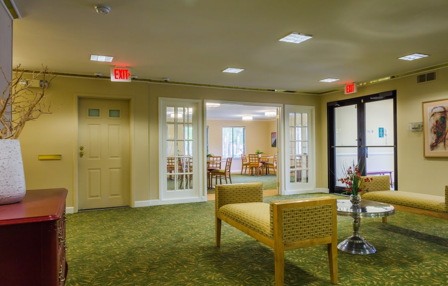 View of the interior entry area at Farmington Oaks Apartments in Farmington, Michigan