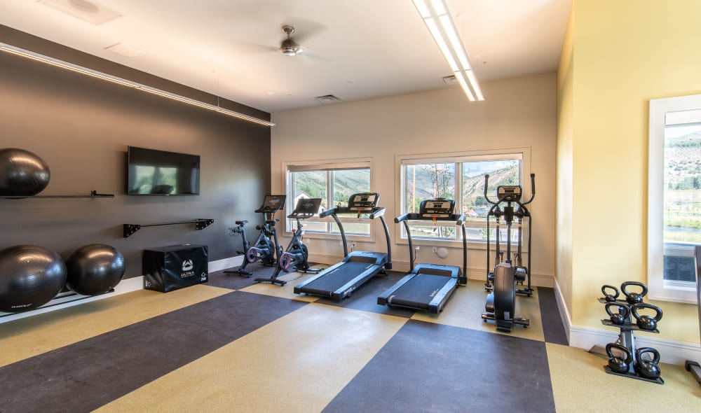 Wonderful 6 West Apartments gym in Edwards, Edwards