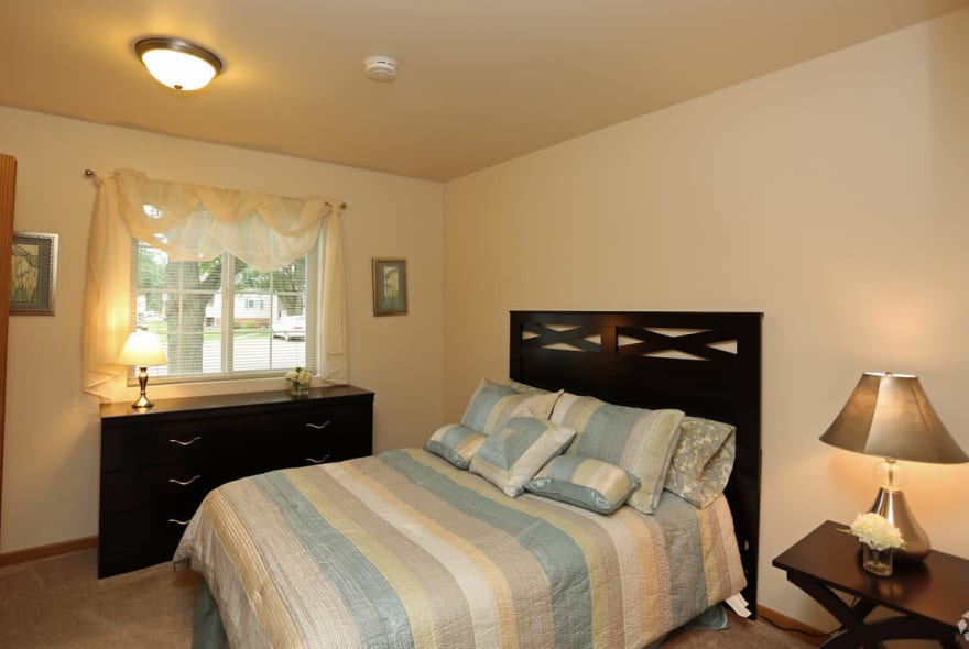 Inviting bedroom at Sun Valley Apartments