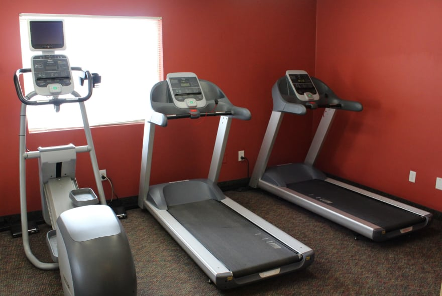 Fitness center at Sun Valley Apartments