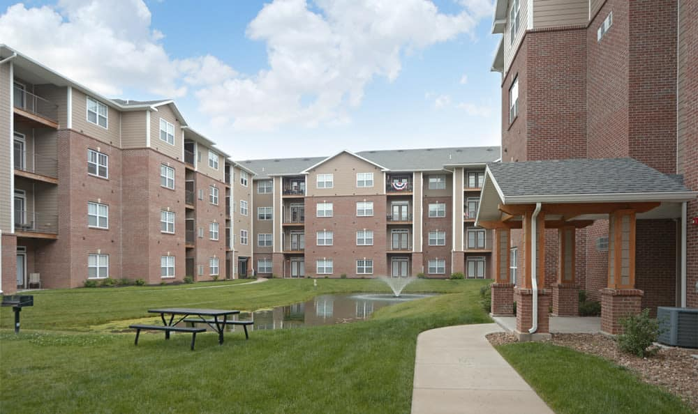 Fountain and apartment buildings at The Reserve in Evansville, Indiana
