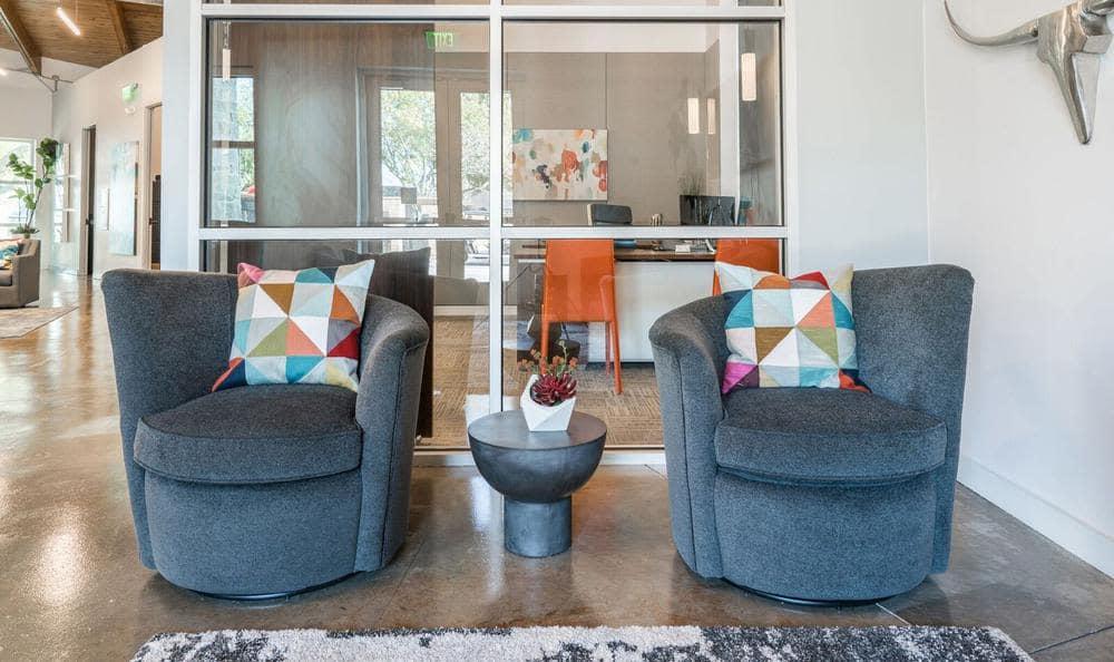 Beautiful Seating at Villages at Parktown Apartments in Deer Park, TX