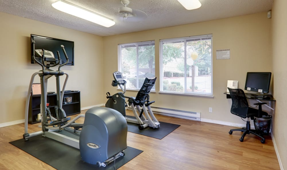 On-site, well-equipped fitness center at Arbor Chase Apartment Homes