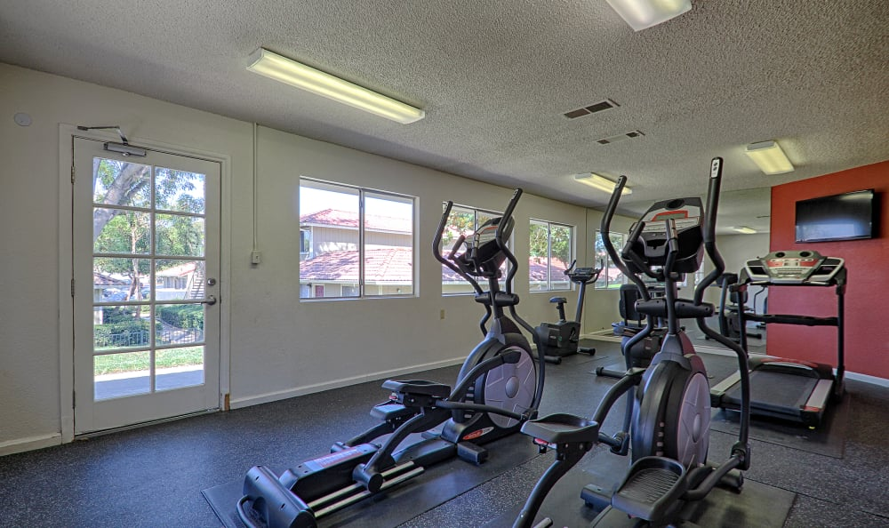 On-site fitness center at Country Hills Apartment Homes