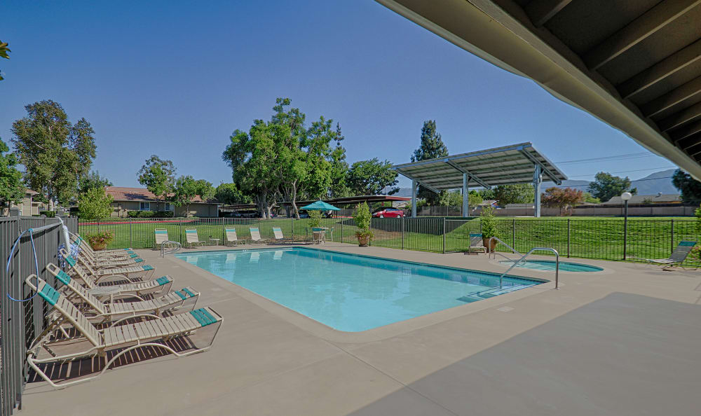 Pool at Country Hills Apartment Homes on a beautiful day in Corona