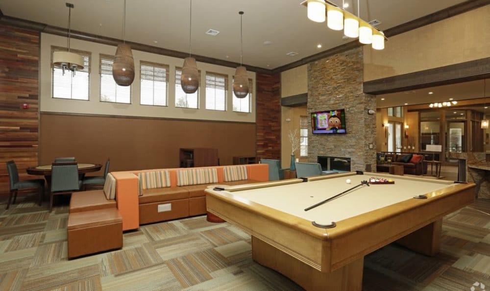 Ocoee apartments includes a billiards table