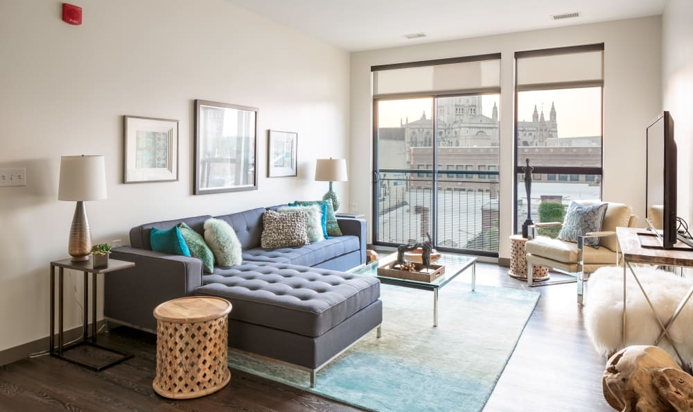 Eastside Bond Apartments offers a beautiful living room in Pittsburgh, PA