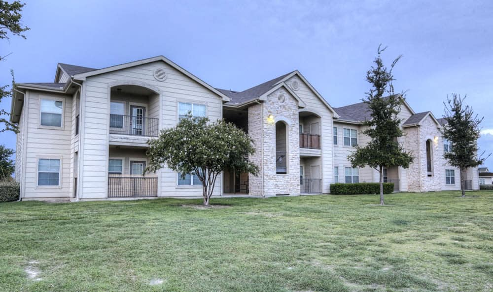Exterior view of units at Stone Creek Apartments in Killeen, Texas