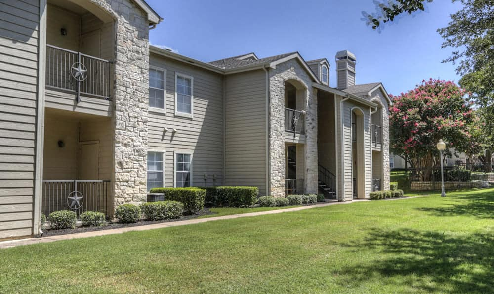 Exterior of a few units at Stone Creek Apartments