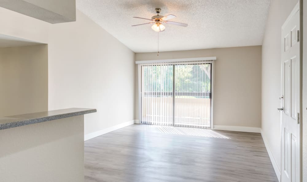 Hardwood floors and ceiling fans at Elliot's Crossing Apartment Homes in Tempe