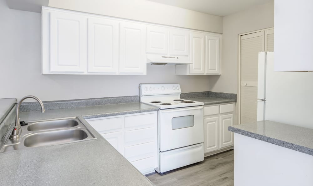 Bright kitchen in model home at Elliot's Crossing Apartment Homes in Tempe