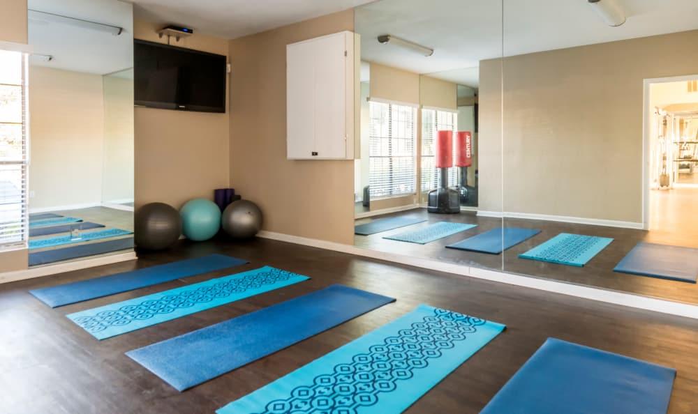 Yoga studio at Elliot's Crossing Apartment Homes in Tempe