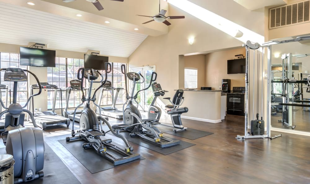 On-site fitness center Elliot's Crossing Apartment Homes in Tempe