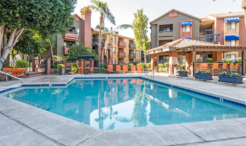 Swimming pool at Elliot's Crossing Apartment Homes in Tempe