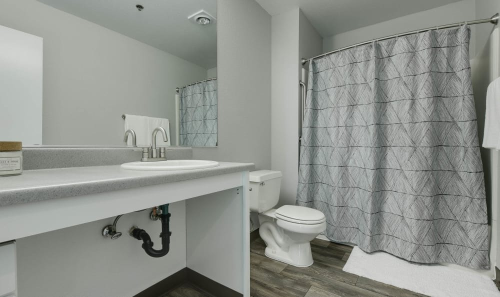 Bridge Creek Apartments model bathroom