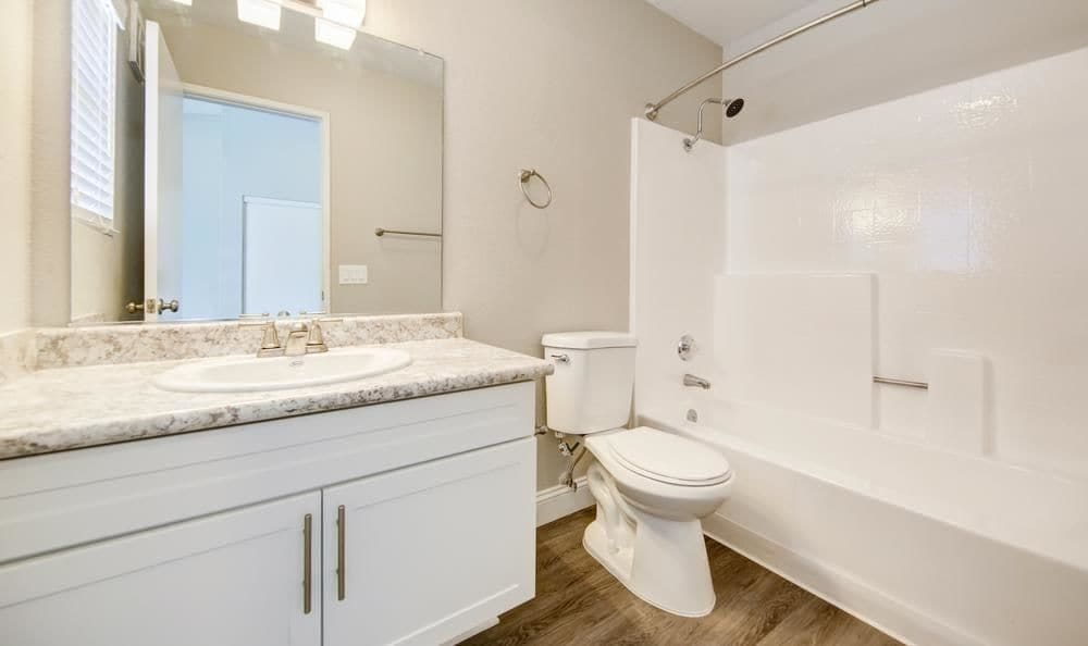 Redlands Lawn and Tennis Club offers a beautiful private bathroom in Redlands, California