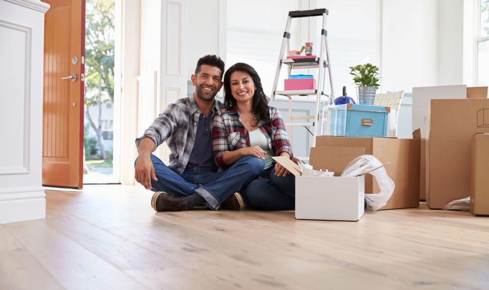 Couple unpacking boxes in their new home near Hallmark Mini Storage in Killeen, TX