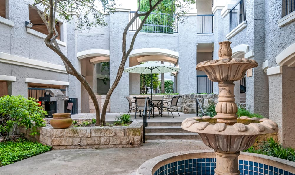 Fountain pool at Meridian Apartments in San Antonio, Texas
