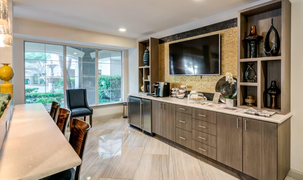 Common living area at Meridian Apartments in San Antonio, TX