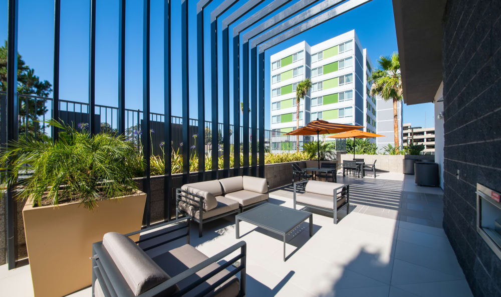 One of the many outdoor common areas with comfortable seating and plants at IMT Sherman Circle in Van Nuys, CA