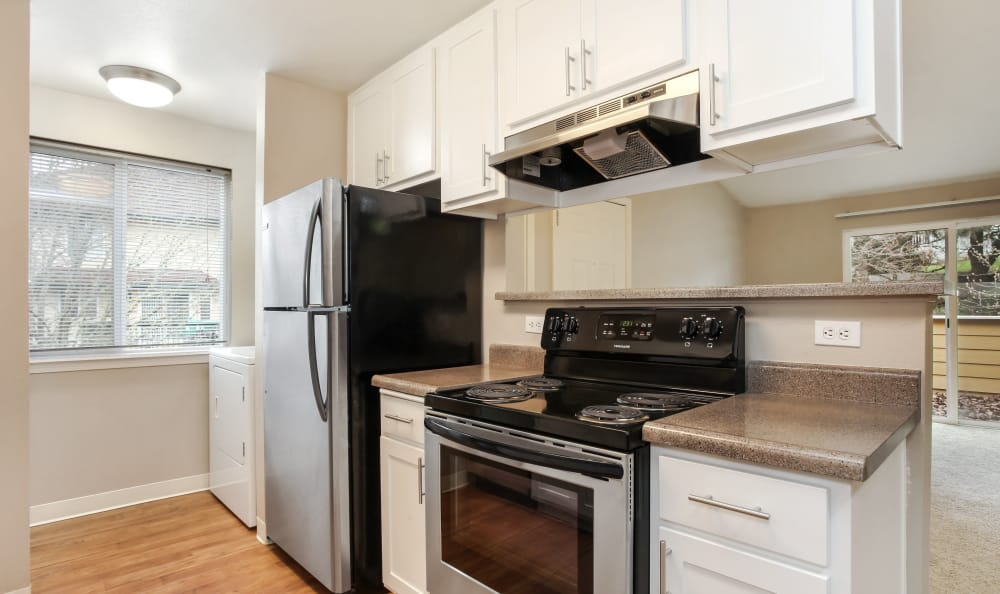 Fully-equipped kitchen at Maybeck at the Bend in Tigard, Oregon