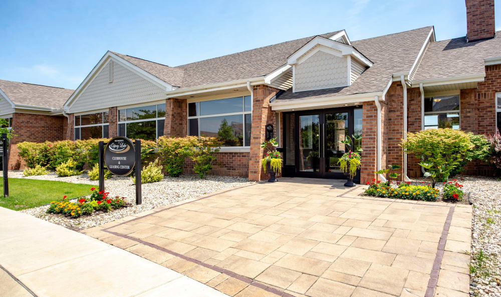 Beautiful entryway at apartments in Gurnee, Illinois