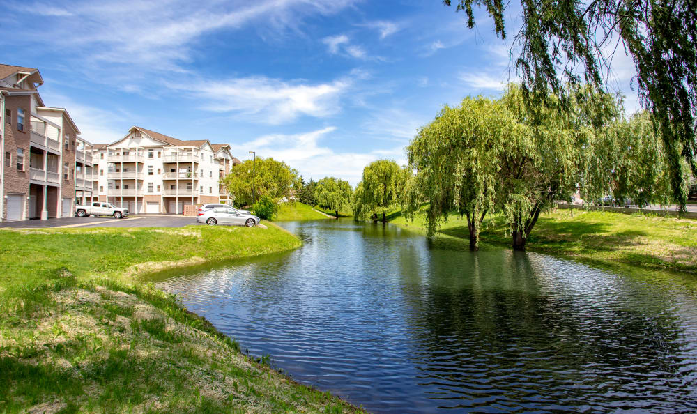 Our apartments in Gurnee, Illinois showcase beautiful walking paths