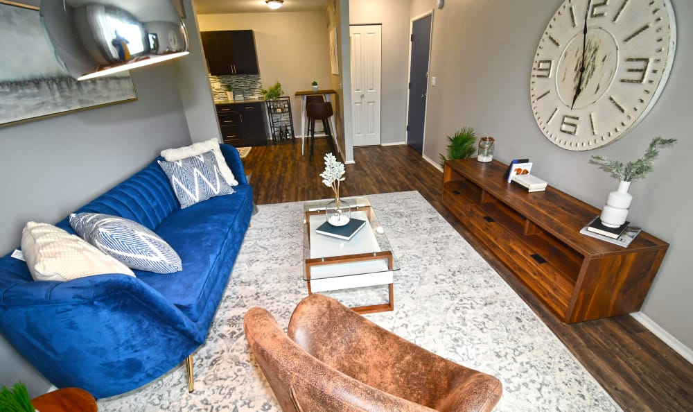 Living room Spice Tree Apartments in Ann Arbor, MI