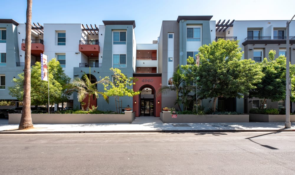 Street view of apartments at IMT Park Encino in Encino, CA