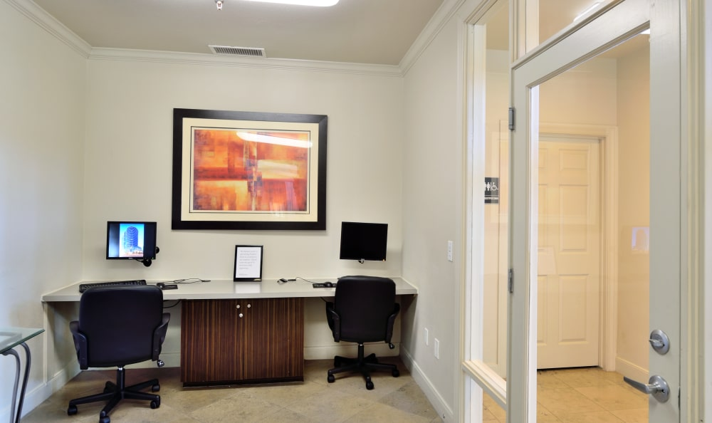 Business center with computers for resident use at Lumiere Chandler in Chandler, Arizona
