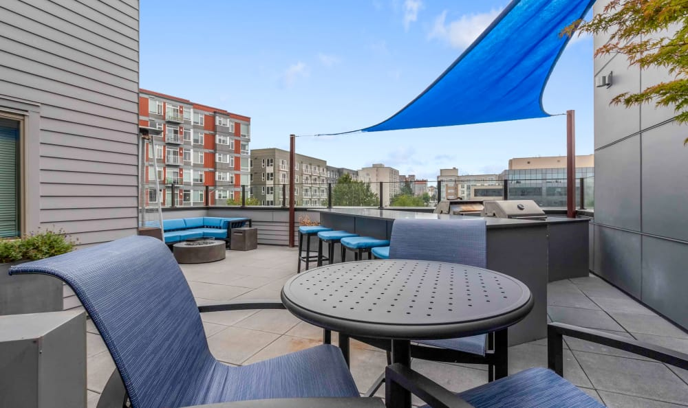 exterior bbq lounge with shade sail cover at Elan 41 Apartments in Seattle
