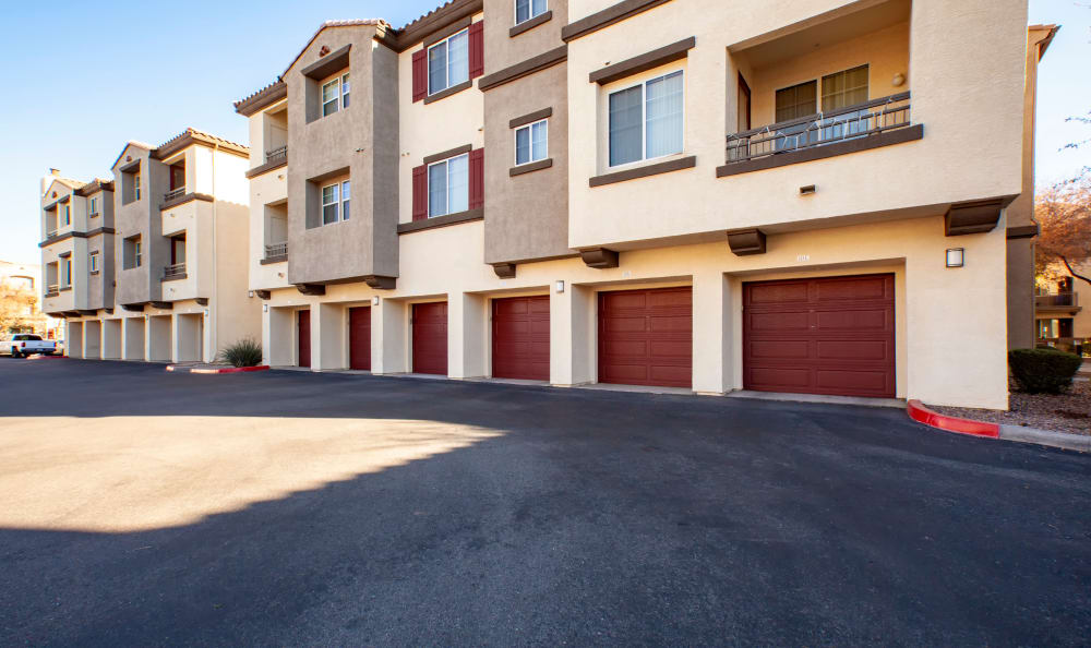 View of apartment homes at Waterford at Peoria in Peoria, AZ