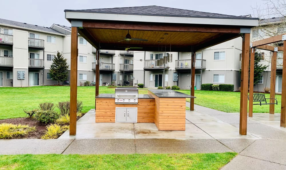 Covered Outdoor BBQ at Bridge Creek Apartments in Vancouver, Washington