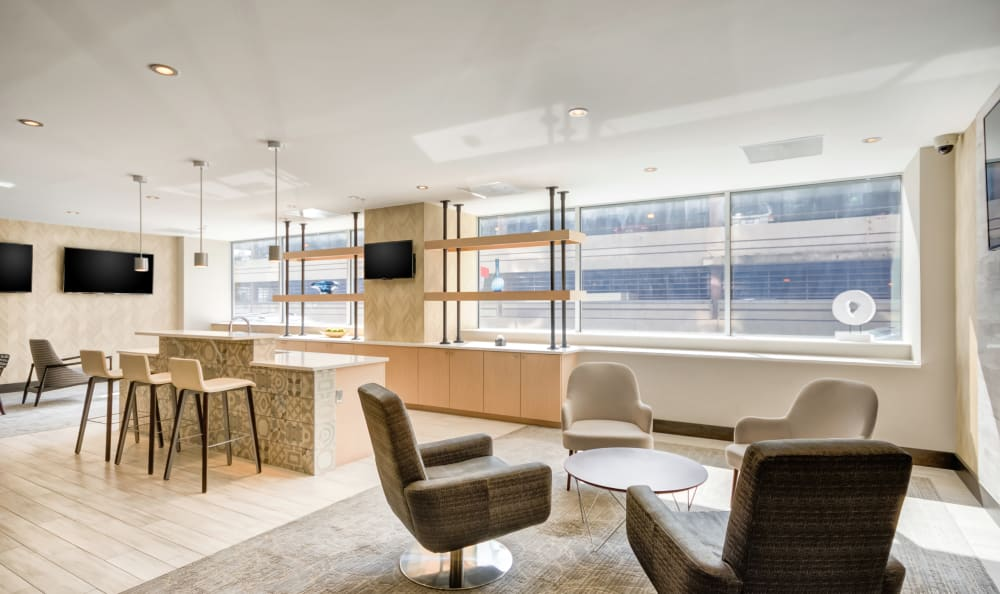 Spacious clubhouse with lots of natural lighting at 222 Saratoga in Baltimore, Maryland
